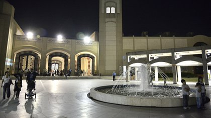 Este complejo cultural, que cuenta con una mezquita con capacidad para 1.500 personas, es el más grande de América Latina y tiene por misión difundir la herencia cultural de la civilización árabe-islámica
