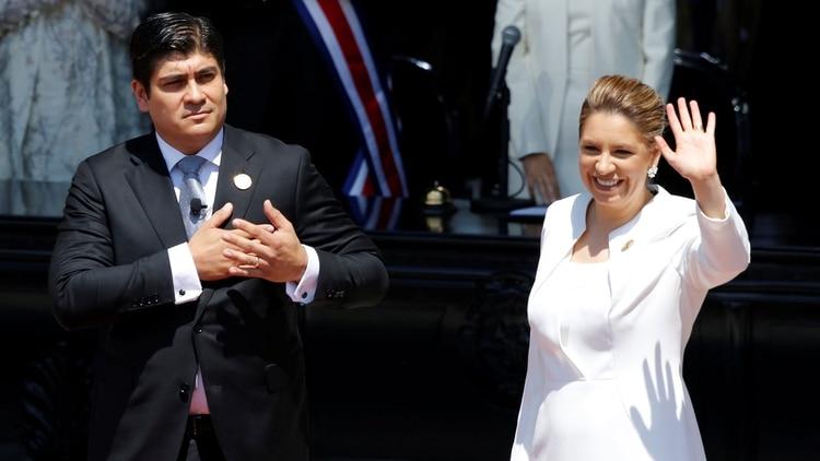Carlos Alvarado ganó las elecciones en Costa Rica con el apoyo de los planes de energías verdes de su esposa, Claudia Dobles. (Reuters)
