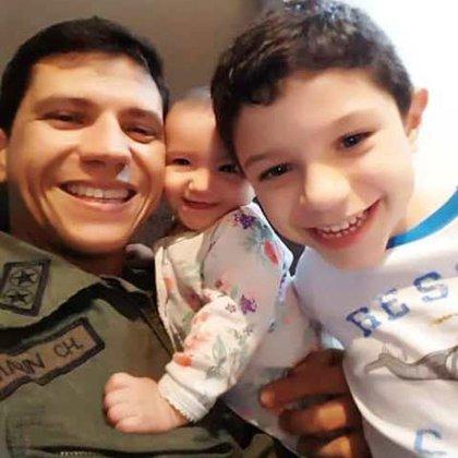 Marin Chaparro con sus hijos