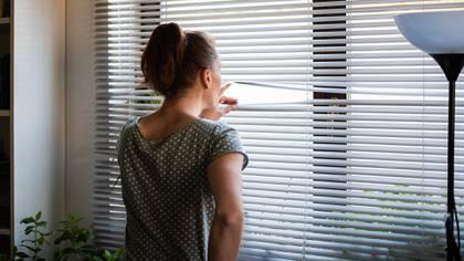 Como consecuencia de la ausencia de secreción de felicidad que genera el contacto humano se ha demostrado un aumento en los niveles de estrés (Shutterstock)