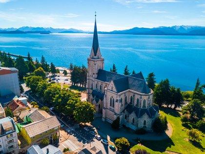 Bariloche se disfruta en todas las estaciones y en todos sus modos: aventura, relax, deportes, naturaleza y adrenalina (Shutterstock)