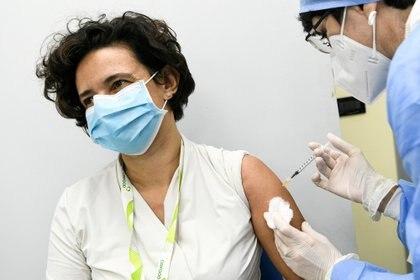 La aplicación de las vacunas contra el coronavirus abre la esperanza de terminar con esta pandemia - Piero Cruciatti/Pool via REUTERS/File Photo