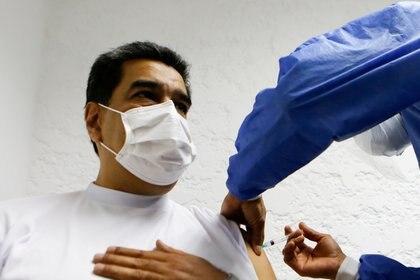 Vacunación de Maduro (Reuters)