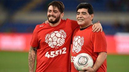 Diego Armando Maradona Junior y Diego Armando Maradona (foto: Claudio Pasquazi/Anadolu Agency/Getty Images)