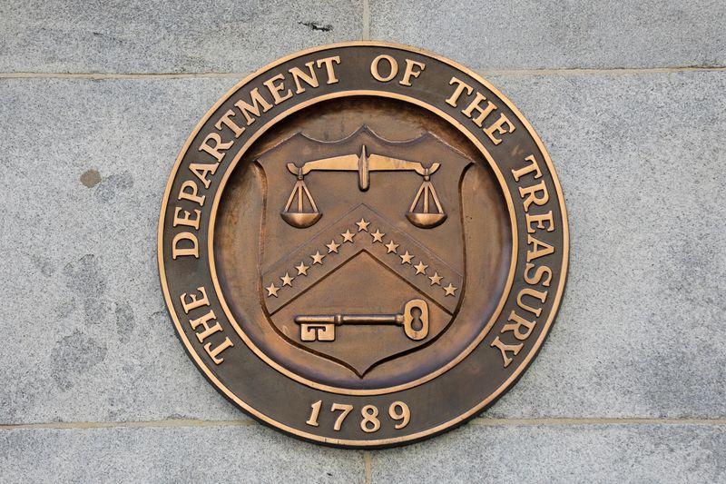 Imagen de archivo del sello del Departamento del Tesoro de Estados Unidos en su sede en Washington, D.C., Estados Unidos. 29 de agosto, 2020. REUTERS/Andrew Kelly/Archivo
