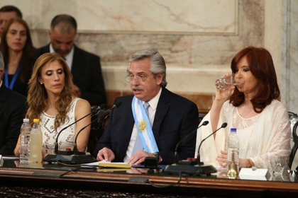 Alberto Fernández juró como presidente de la Nación y brindó su primer discurso ante la Asamblea Legislativa