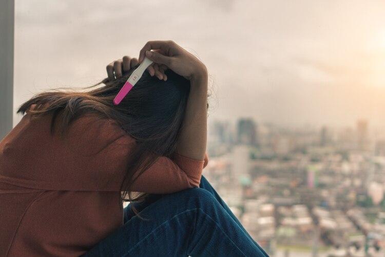 En las menores de 15 años, la amplía mayoría de los embarazos son fruto de abusos sexuales intrafamiliares (Shutterstock)