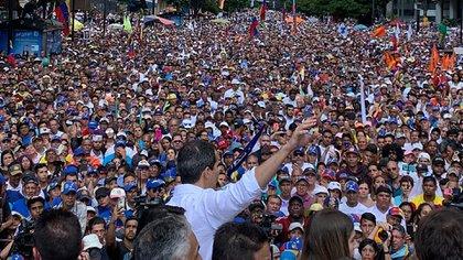 Masiva manifestación en Caracas encabezada por el presidente encargado Juan Guaidó