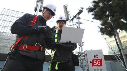 Corea del Sur lanzó las primeras redes móviles 5G a nivel nacional 55 minutos antes que su competidor estadounidense. (AFP)