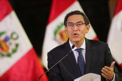 Foto de Archivo: El presidente de Perú, Martin Vizcarra, se dirige a la nación mientras anuncia la disolución del Congreso, en el palacio de gobierno en Lima, Perú, el 30 de septiembre de 2019. Presidencia de Perú/vía Reuters