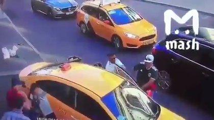 El taxista intentó escapar de la escena pero fue retenido por varios testigos