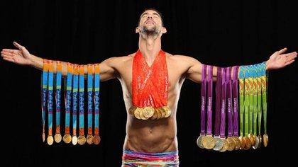 Michael Phelps con todas sus medallas (Sports Illustrated)
