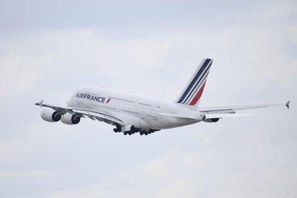 Un avión de Air France (EFE/EPA/JULIEN DE ROSA/Archivo)
