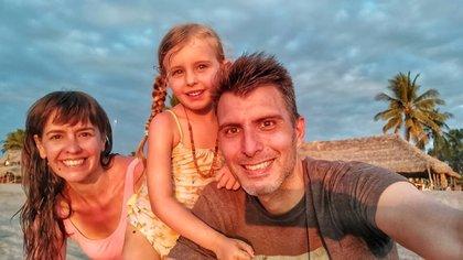 En 2014, tras dos años de viaje, Maru y Martín llegaron a México. Luego de recorrer 15 de los 33 estados, en 2015 se instalaron en San Cristóbal de las Casas (Estado de Chiapas) donde viven actualmente junto a su hija Gaia.