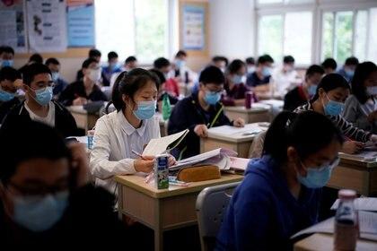 Estudiantes en una escuela china