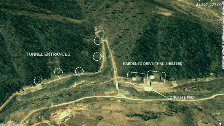 Distintas entradas a los túneles de la nueva base subterránea (Middlebury Institute/CNN)