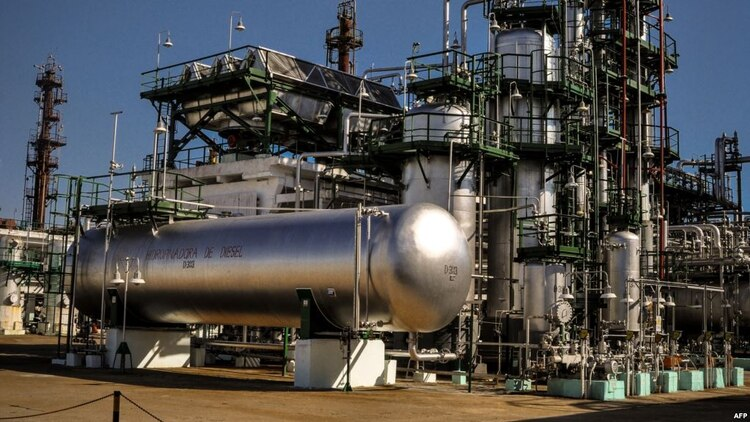 Una refinería en Cuba. AFP