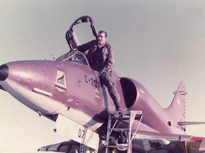 El teniente Carlos Rinke tenía 26 años cuando combatió en Malvinas