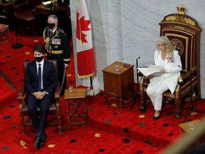 Julie Payette --figura que representa la autoridad del jefe de Estado en el país y el primer ministro Justin Trudeau, durante el discurso del Trono