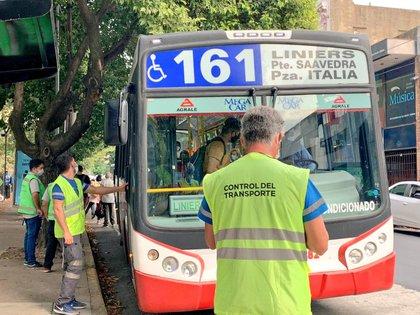 La limitación del uso del transporte público de pasajeros provoca aumento del ausentismo en en muchas empresas y reduce la actividad fabril y comercial
