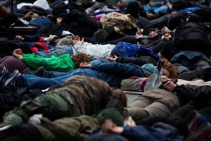 Un grupo de personas fue detenida durante las protestas en EEUU (Reuters/ Lindsey Wasson)