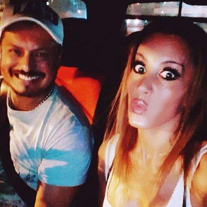 Natacha Jaitt con Raúl Velaztiqui, días antes de que la actriz fuera encontrada muerta; hasta aquí, este profesor de danzas es la única persona en haber estado detenida, aunque en estas horas quedó liberado (Instagram)
