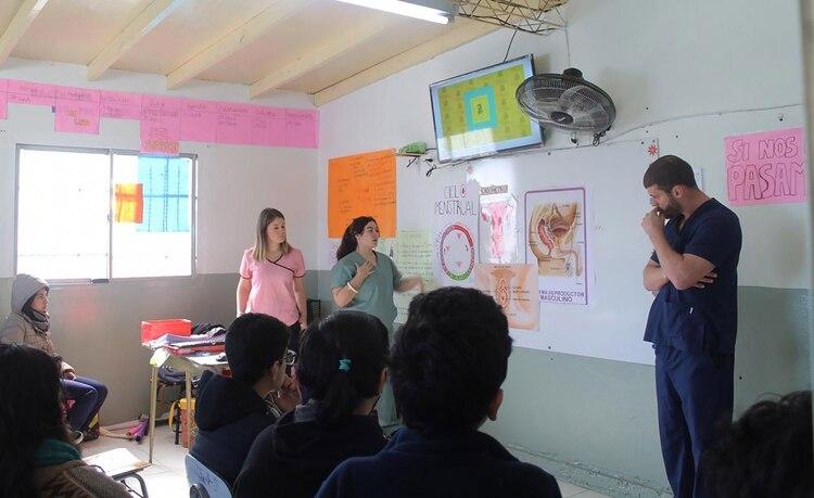 A lo largo de dos horas y con un intervalo de 15 minutos los estudiantes debaten y comparten información sobre la educación sexual