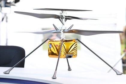 """Por primera vez se volará una aeronave sobre el aire de Marte gracias al helicóptero """"Ingenuity"""", que viajará al planeta acoplado al rover y que realizará diferentes pruebas de vuelo en una gravedad que es dos tercios menor que la de la Tierra. (Gregg Newton / Gregg Newton / AFP)"""