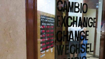 Obliga a las casas de cambio a entregar información