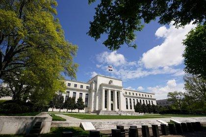 FOTO DE ARCHIVO: El edificio de la Reserva Federal en Washington. 1 de mayo de 2020. REUTERS/Kevin Lamarque