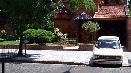 El auto supo ser retratado en la vieja casa de los Maradona en Villa Devoto. Y cuando pase la pandemia, la intención de la familia es llevárselo a Diego a su hogar en Bella Vista