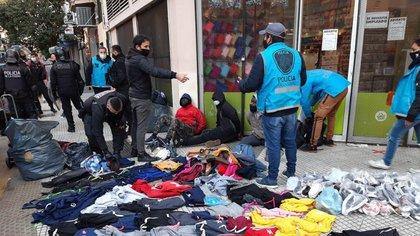 La Policía de la Ciudad decomisó varias prendas apócrifas durante la jornada del miércoles