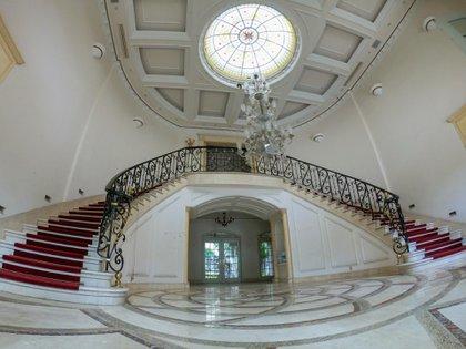 La residencia ubicada Lomas de Chapultepec fue subastada por el gobierno federal con un precio de salida de casi 100 millones de pesos (Foto: Cuartoscuro)
