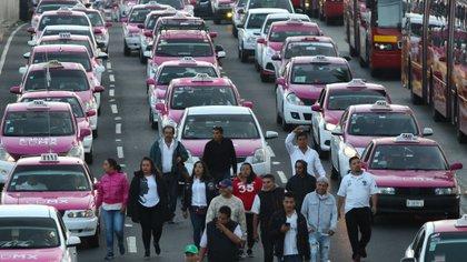 Aunque habían establecido mesas de diálogo con la Secretaría de Movilidad, algunos grupos de taxistas decidieron manifestarse. (Foto: Galo Cañas/Cuartoscuro/Archivo)