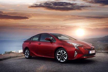 El Toyota Prius tiene una variante híbrida convencional y una enchufable