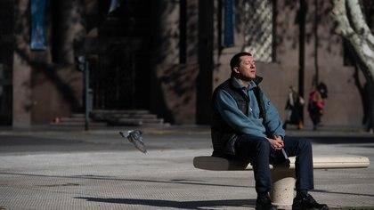 Cuarentena Obligatoria - COVID-19 - Coronavirus - Gente en la calle - Buenos Aires, Argentina. (Foto: Franco Fafasuli)