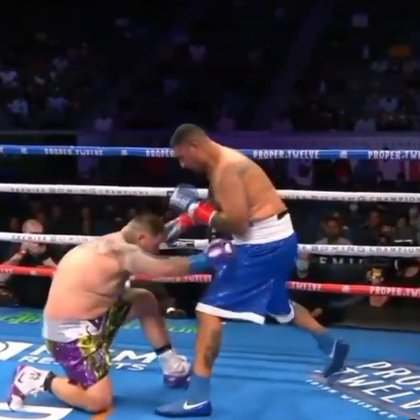 With a solid forehand, Chris Arreola sent Ruiz to the canvas (Photo: Screenshot / Instagram - mv_sportsmx)