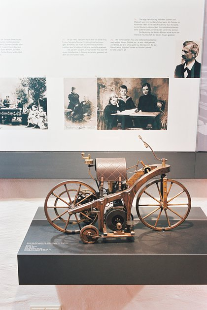 La réplica de la Reitwagen, en el Museo de Mercedes-Benz. La original se perdió en un incendio de 1903.