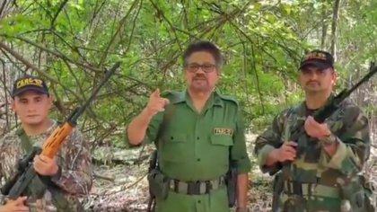 """Iván Márquez reaparece en nuevo video: anticipa que si manifestantes y Fuerza Pública se unen, Colombia tendrá """"nuevo gobierno"""""""