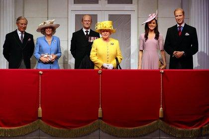 Madame Tussauds presentó su nueva experiencia de balcón real con figuras de cera del príncipe Carlos y de su esposa Camilla, de la reina Isabel y el príncipe Felipe y del príncipe William, duque de Cambridge y de Kate, duquesa de Cambridge, en Londres, Reino Unido, el 26 de marzo de 2018 (Reuters/ Hannah McKay/ archivo)