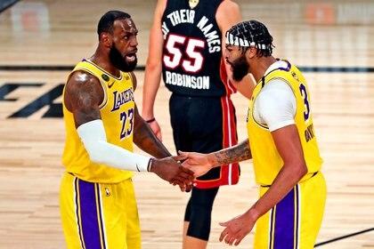 LeBron James y Anthony Davis, los baluartes del triunfo de Los Ángeles Lakers ante Miami Heat en el primer juego de las finales de la NBA (Mandatory Credit: Kim Klement-USA TODAY Sports)