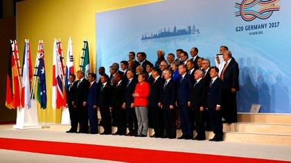 La foto de familia del G20 en Hamburgo reúne a los principales líderes del mundo. (Reuters)