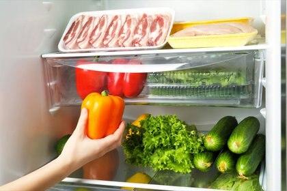 Para la carne se deben utilizar recipientes cerrados para su refrigerado en la heladera. Los mismos evitarán que la carne o sus jugos puedan entrar en contacto con alimentos que se consuman sin cocinar, o aquellos que ya estén cocidos.