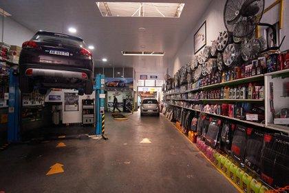 """Los talleres mecánicos no estaban habilitados en """"fase uno"""" y pudieron reabrir limitado a la reparación de vehículos vinculados a """"actividades esenciales"""""""
