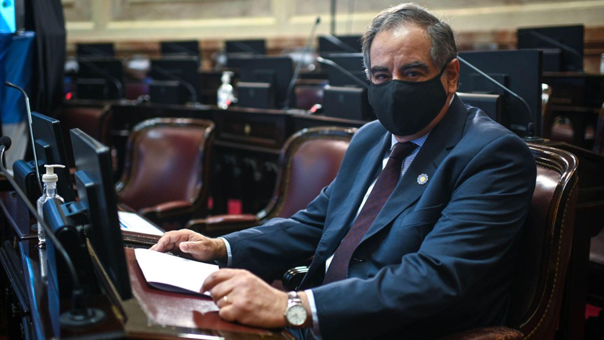 senado Julio Martínez
