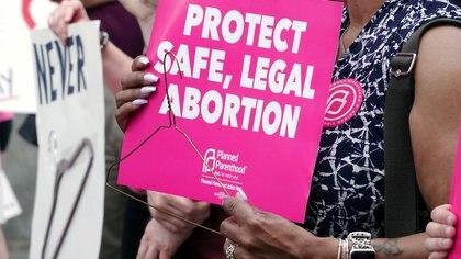 Joe Biden comenzó a eliminar las trabas del gobierno de Trump sobre el aborto