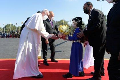 El Papa a su llegada a Irak (Reuters)