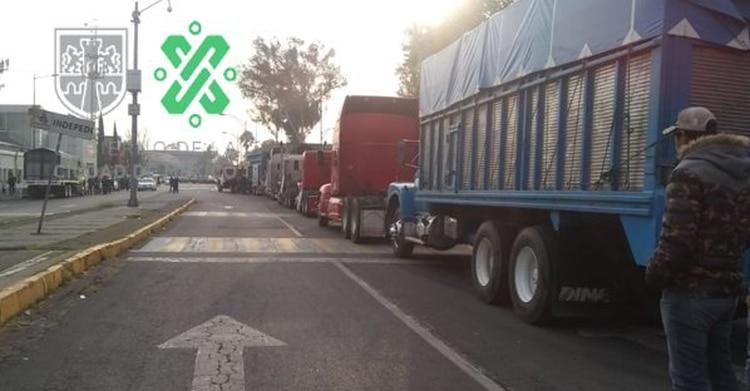 Transportistas arriban a la CDMX (Foto: Twitter @OVIALCDMX)