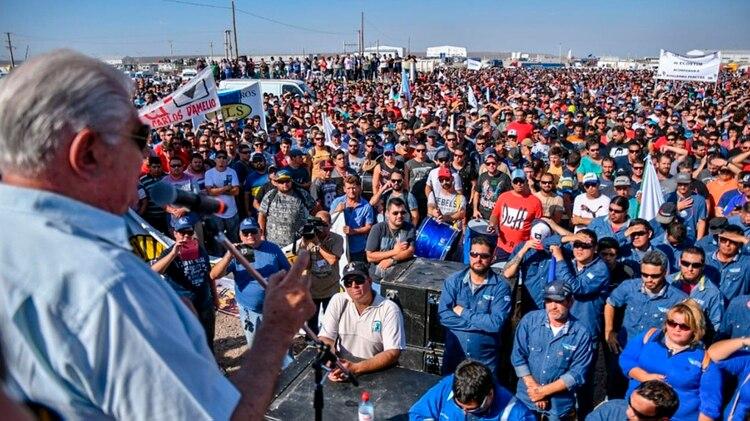 Ayer, 30.000 petroleros hicieron una asamblea en Añelo, Neuquén