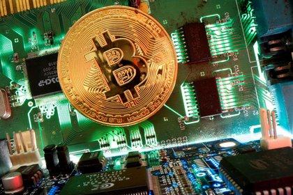 Foto de archivo ilustrativa de la representación de un bitcóin.  Abril 24, 2020. REUTERS/Dado Ruvic